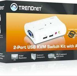 TRENDNET 2 PORT USB KVM SWITCH KIT       W. ·